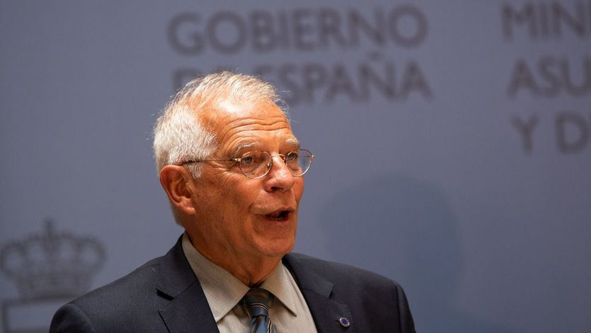 Borrell, multado por la CNMV por uso de información privilegiada; todos los partidos exigen su cabeza
