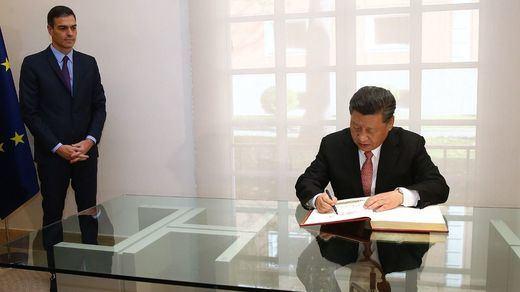 Pedro Sánchez y Xi Jinping firman una veintena de acuerdos en los que se incluyen la uva y el jamón