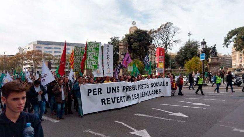 Manifestación contra los recortes de la Generalitat de Cataluña