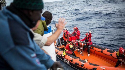 El Gobierno envía a Malta a los 11 migrantes rescatados por el pesquero español