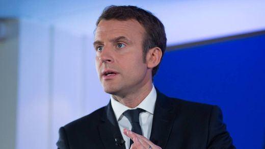 Macron da marcha atrás ante la presión de los chalecos amarillos y retira la subida de los carburantes