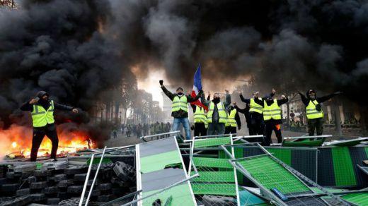 Más de mil 'chalecos amarillos' detenidos en París en el cuarto fin de semana de protestas contra Macron
