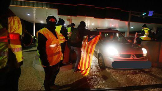 Otra vez, pasividad de los Mossos ante el caos de los CDR, que boicotearon carreteras y peajes