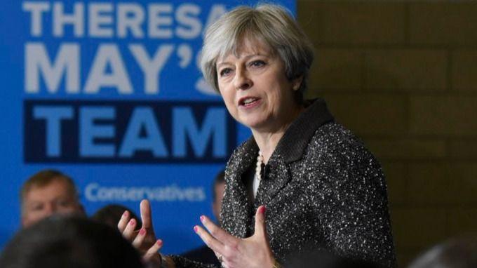 Theresa May, la superviviente: supera una moción de confianza pero a cambio de no presentarse a las urnas