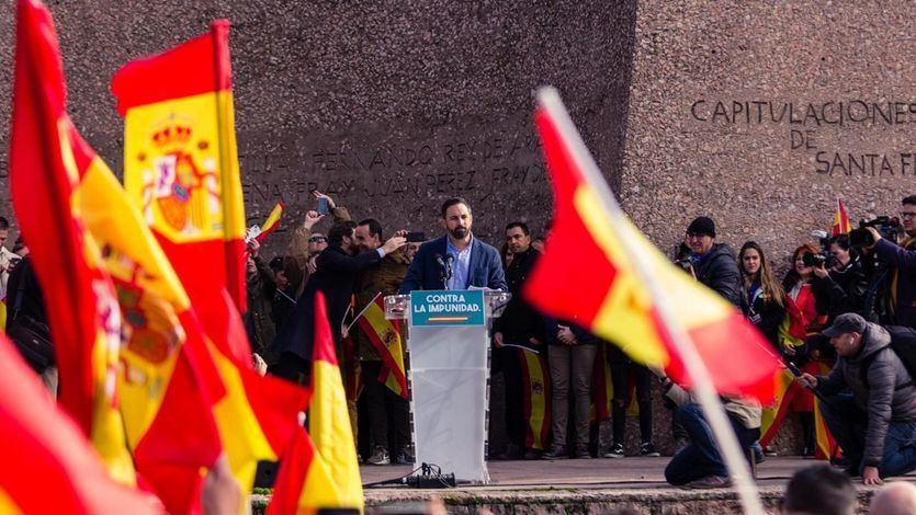 Dos sondeos dan la mayoría absoluta al frente derechista PP-Cs-Vox