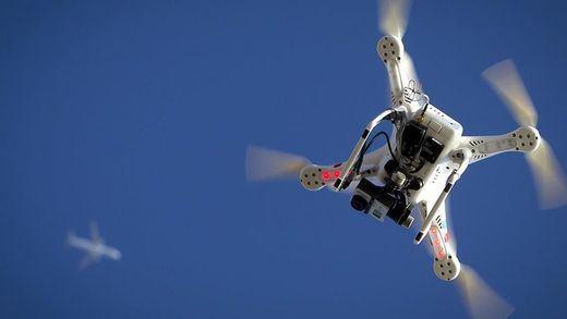 Caos total en el aeropuerto de Gatwick que ha sido boicoteado con drones