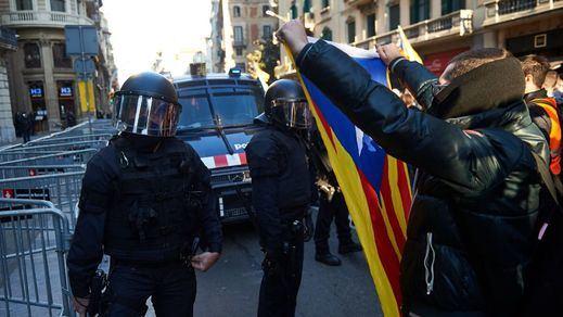 Tensa jornada de protestas en Cataluña: 12 detenidos y 51 heridos, de los cuales 30 eran mossos