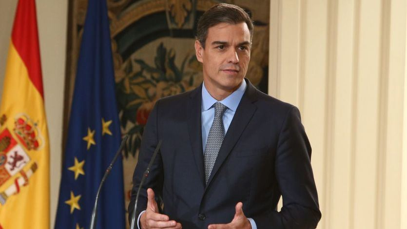 Sánchez se sube el sueldo 2.000 euros al año para 2019, pero aún queda lejos del empleado público que más cobra