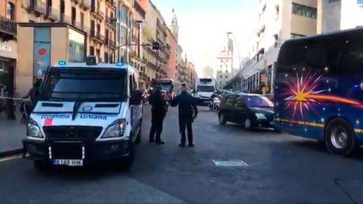 Extraño 'choque' de una furgoneta robada con la Guardia Urbana de Barcelona en pleno despliegue antiterrorista