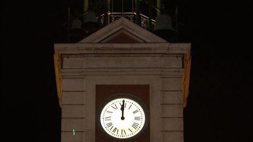 La Puerta del Sol de Madrid despidió el 2018 duplicando las campanadas
