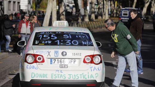 El sector del taxi convoca movilizaciones contra los incumplimientos de los VTC