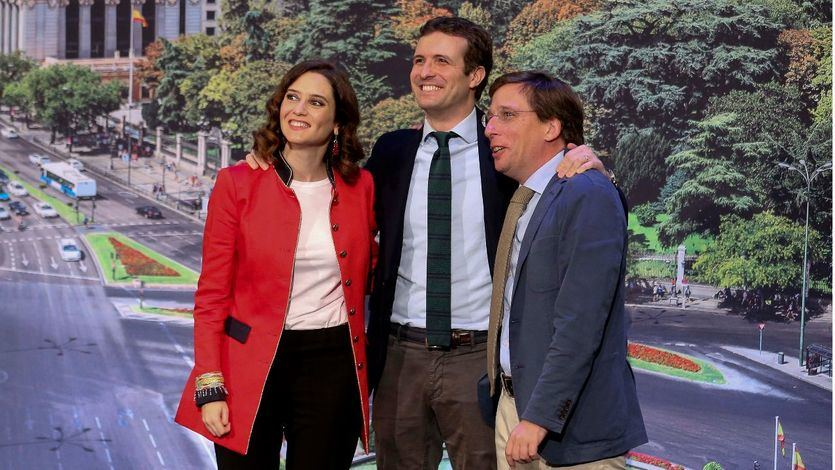 Casado presenta a Díaz Ayuso y Almeida como candidatos de la 'escuela del pico y pala' de Aguirre