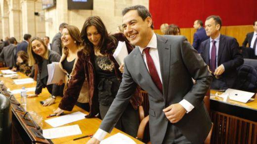 Juanma Moreno, investido presidente de Andalucía con los votos de Cs y Vox
