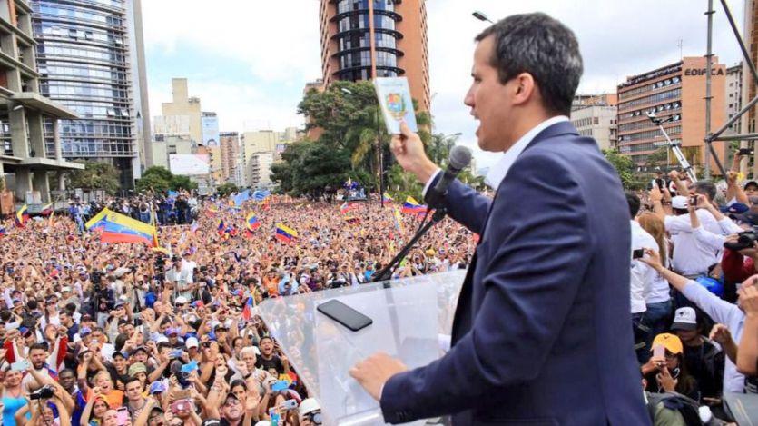 Venezuela se rompe con dos gobiernos: el líder opositor Juan Guaidó se autoproclama presidente y EEUU lo reconoce
