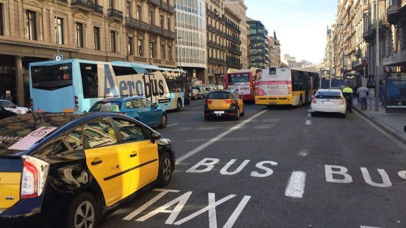 Los taxistas de Barcelona abandonan la huelga tras las concesiones del Govern catalán