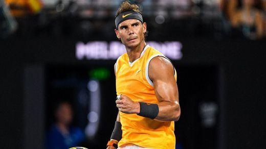 Nadal arrasa como en sus mejores tiempos y se cuela en la final del Open de Australia (3-0 a Tsitsipas)