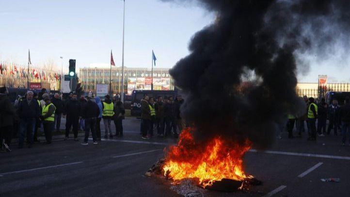 Los taxistas de Madrid amenazan con protestas 'más contundentes' en su huelga indefinida