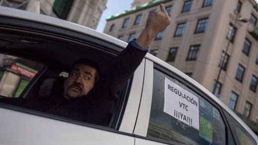 La caída del taxi: 100 millones menos y la mitad de los viajes en 10 años