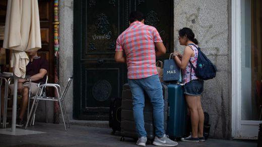 Carmena declara la guerra a los pisos turísticos: más de 500 cerrados en un año