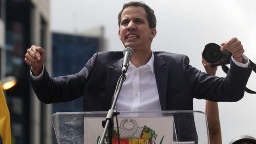 Guaidó comienza a reclutar militares rebeldes al chavismo mientras se sospecha de la mano de EEUU