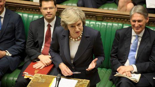 El Parlamento británico autoriza a Theresa May a renegociar el acuerdo del Brexit con la UE