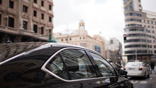 Despido inmediato de más de 3.500 conductores de VTC tras la marcha de Uber y Cabify de Barcelona