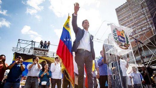 Guaidó comienza a legislar en Venezuela mientras el Papa espera su petición para hacer de mediador