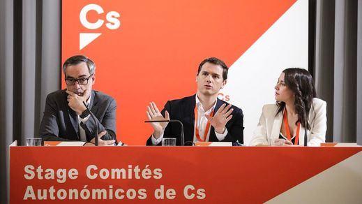 Ciudadanos abandona el centro: se compromete a no pactar con el PSOE tras las elecciones