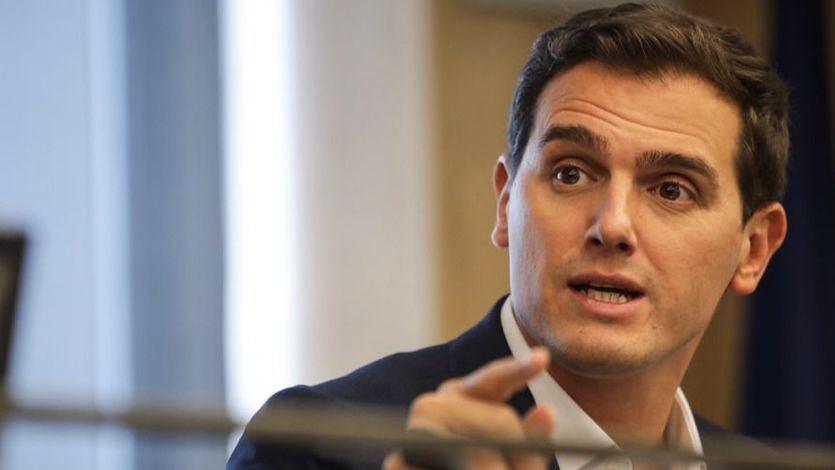 Rivera se compromete a no levantar el veto a pactar con el PSOE de Sánchez tras las elecciones