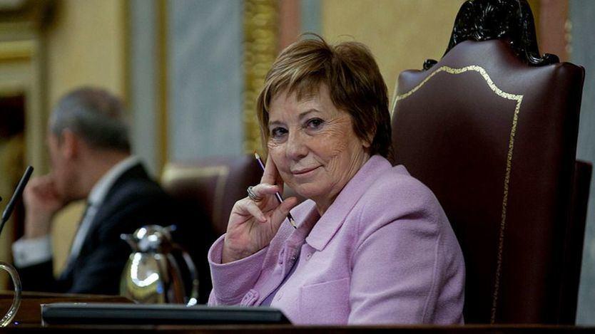 Los 'recaditos' de Celia Villalobos a Pablo Casado y Pedro Sánchez