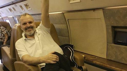 Miguel Bosé y su criticada guerra contra Sánchez por atacar las pseudoterapias
