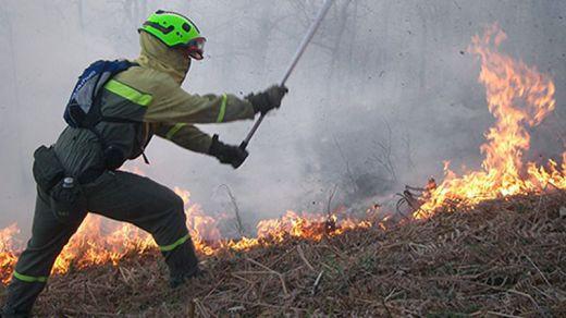 El Gobierno envía medios aéreos y especialistas a 8 incendios en el norte del país