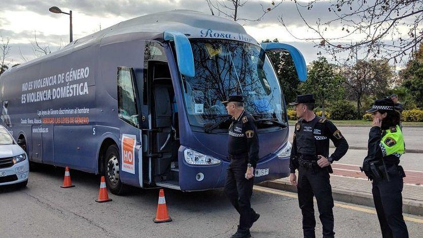 Valencia acaba con el autobús antifeminista de HazteOir