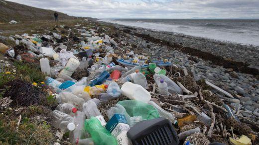 España apenas recupera el 25% de los envases plásticos, asegura Greenpeace