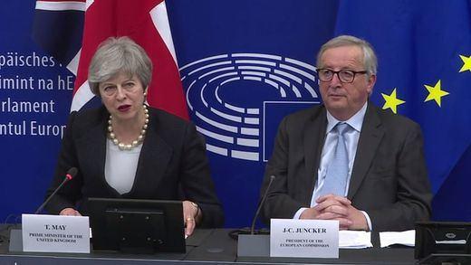 Juncker y May anuncian por sorpresa un acuerdo de última hora para mejorar las condiciones del Brexit