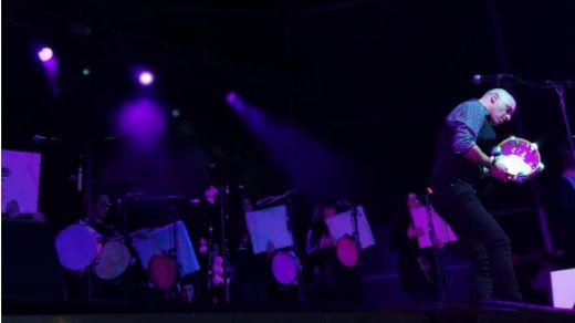 Mejor, imposible: vuelve 'el maestro' Xabier Díaz y sus Adufeiras de Salitre con nuevo disco y el espectáculo en directo 'Noró' (vídeo)