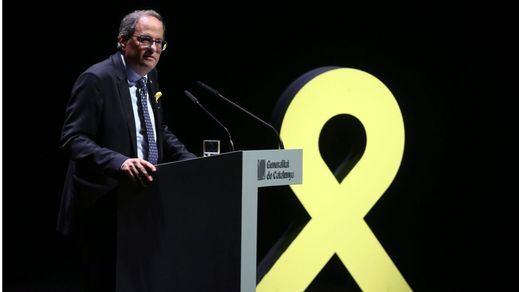 Torra desoye la orden de la Junta Electoral y mantiene los lazos amarillos