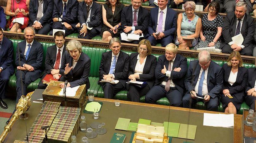 El Parlamento sigue dividido