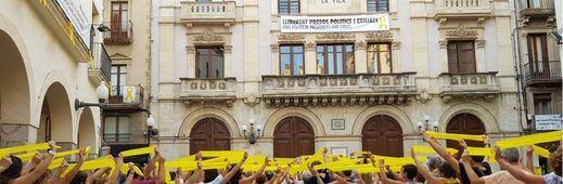 Torra se niega a dar la orden directa para retirar los lazos amarillos que podrían ser 'camuflados'