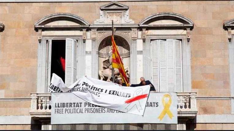 Lazos en el balcón del Palau de la Generalitat