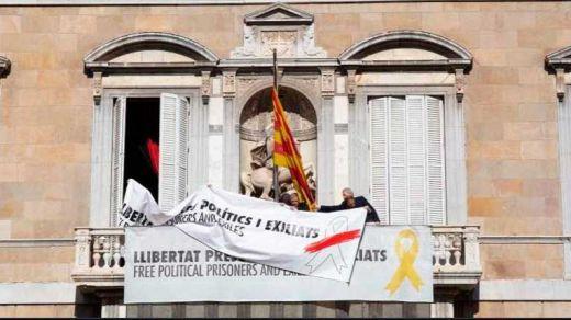 Torra burla la orden de la Junta Electoral Central cambiando el color del lazo en favor de los presos