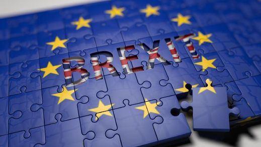 La UE da 20 días al Reino Unido para decidir sobre el Brexit