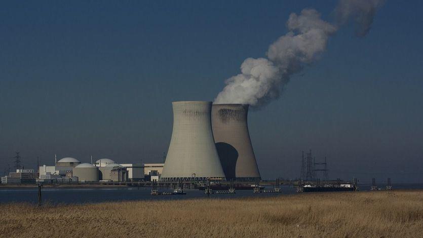 Vista de las torres de refrigeración de la central nuclear