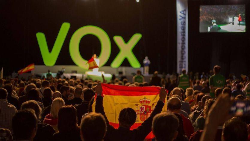 Vox continúa 'pescando' en la familia del rey