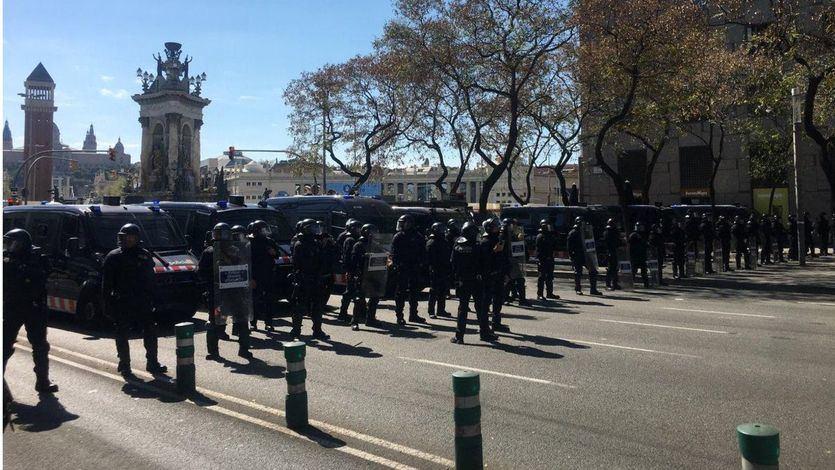 Alta tensión en Barcelona en la protesta independentista contra el acto de Vox