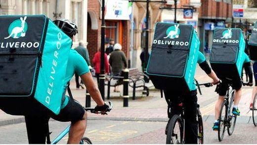 Los repartidores de Deliveroo y Glovo tendrán que ser contratados como trabajadores de hostelería