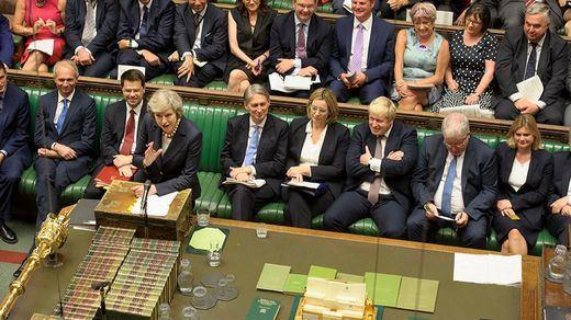 Se acaban las opciones: el Parlamento británico rechaza otras 4 alternativas al Brexit 'duro'
