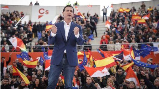 Rivera urge a Sánchez y Casado a decir