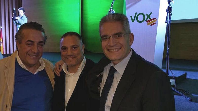 José María Ruiz Puerta es el primero por la derecha