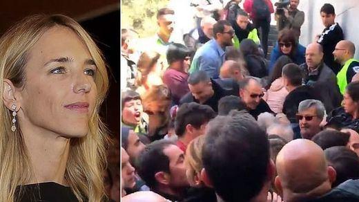 Polémica, violencia e insultos en el boicot a un acto de Álvarez de Toledo en la Autònoma de Barcelona